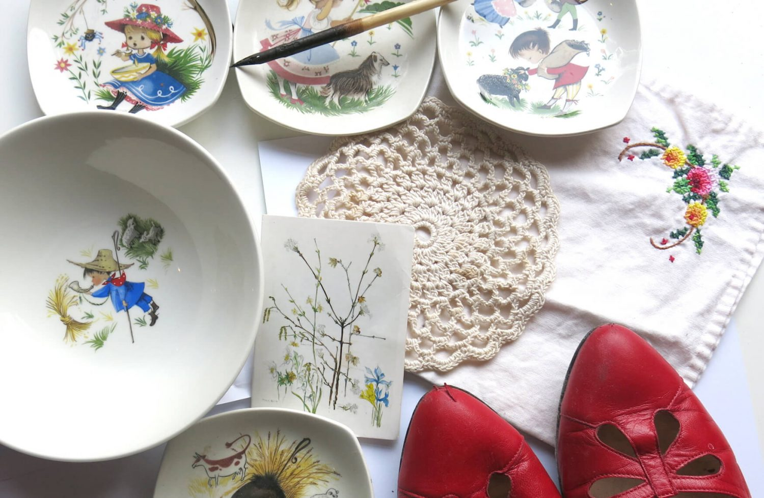 Anna's plates and possessions